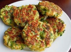 Baked Cheese & Broccoli Patties INGREDIENTS: v 2 teaspoons stemlike oil v 2 cloves seasoning - minced v onion - chopped. Broccoli Patties, Cheese Patties, Baked Cheese, Cheddar Cheese, Good Food, Yummy Food, Cooking Recipes, Healthy Recipes, Clean Recipes