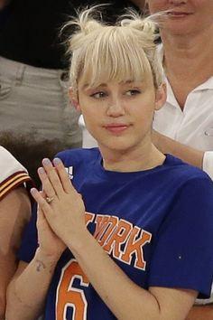 Platino Miley Cyrus prefiere en estos momentos, el rubio platino de raíz a las puntas, a pes