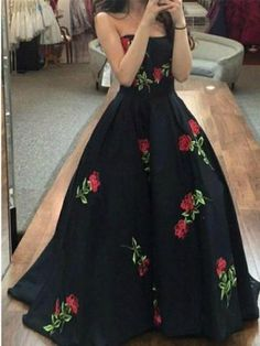 smiple black prom dresses with flowers, cheap strapless long evening party gowns, modest graduation party dresses for teens Senior Prom Dresses, Prom Dresses Long Pink, Black Party Dresses, Cheap Prom Dresses, Dresses For Teens, Pretty Dresses, Dress Prom, Dress Long, Dress Black
