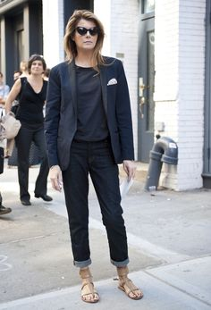 Black tuxedo jacket, jeans and nude sandals = great look