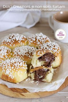 TORTA DANUBIO DOLCE ALLA NUTELLA è un dolce di pan brioche sofficissimo e golosissimo che si prepara in modo facile e abbastanza veloce. Questo golosissimo dolce di pan brioche ripieno alla nutella sarà un vero successo da portare in tavola e andrà letteralmente a ruba. Perfetto per la #colazione del mattino o per una #merenda da leccarsi i baffi e le dita! #danubio #dolce #nutella #ricetta #gialloblog #recipe #panbrioche #giallozafferano #food #breakfast #foodie #colazione #merenda… Cheesesteak, Doughnut, Hamburger, Dolce, Bread, Ethnic Recipes, Desserts, Torta Cheesecake, Food