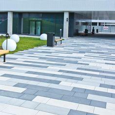 Modern Driveway, Brick Driveway, Paver Walkway, Granite Paving, Paving Ideas, Garden Solutions, Tile Patterns, Garden Paths, Entrance