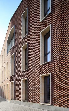 Sergey Kisselev & Partners | Litterateur, residential cluster (Leo Tolstoy Street, Moscow, Russia) ; brickwork ; Photo © Mikhail Serebryanikov