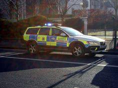 #Gardai #ERU| #Police #Armed #SWAT #RSU #Ireland #Gun Police Cars, Police Vehicles, Police Uniforms, Emergency Response, Emergency Vehicles, Swat, Law Enforcement, Cops, Airsoft