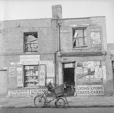 General store at 105 Cephas Street, Bethnal Green late photo by Nigel Henderson Real Ghost Pictures, Ghost Photos, London Pictures, London Photos, Real Haunted Houses, Irish Catholic, Ripper Street, Abandoned Asylums, Bethnal Green