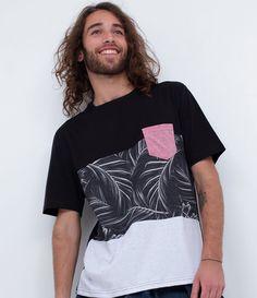 Camiseta masculina  Manga curta  Com recortes  Estampa floral  Com bolso  Marca: Ripping  Tecido: malha       Medidas do modelo:     Altura: 1,82    Tórax: 94    Cintura: 71    Quadril: 91       COLEÇÃO VERÃO 2017       Veja outras opções de    camisetas masculinas.