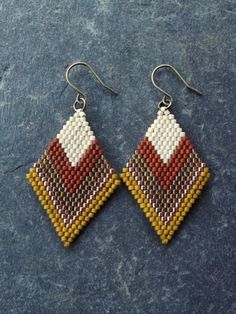 Beaded Brick Stitch Earrings by LeliaRdesigns on Etsy Seed Bead Jewelry, Bead Jewellery, Seed Bead Earrings, Beaded Jewelry, Seed Beads, Beaded Earrings Patterns, Jewelry Patterns, Beading Patterns, Bracelet Patterns