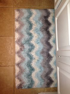Chevron bathroom rug...I love!
