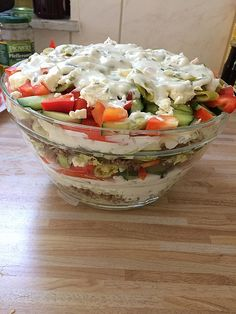 Uschis griechischer Schichtsalat 7 Salate, Silke Hasselbrink, Salate Uschis Greek Layered Salad 7 Source by . Healthy Eating Tips, Healthy Nutrition, Healthy Snacks, Healthy Recipes, Bulgur Salad, Party Buffet, Vegetable Drinks, Veggie Food, Greek Recipes