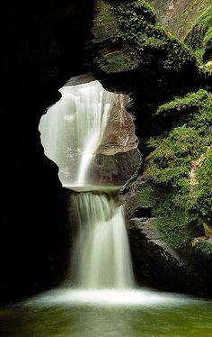 Las Cascadas de Cañada de san Nectan, Cornualles, el Reino Unido