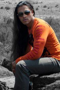Martin Sensmeier as Kusaxán Lightfoot kelona: Martin Sensmeier, Native American (Tlingit and Koyukon-Athabascan Tribes) actor/model. Native American Actors, Native American Images, Native American Beauty, American Indians, Gorgeous Men, Beautiful People, Hello Beautiful, Martin Sensmeier, Raining Men