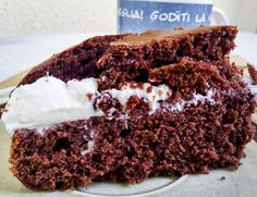 La Torta più Facile del Mondo! - Ho latitato dal blog per un paio di settimane, pausa sabbatica da compleanno... Ritorno a postare con una torta che in questi giorni mi sta accompagnando la mattina a colazione e che può a ben diritto essere considerata la più facile del mondo... Correte a leggere la ricetta!! http://www.kitchengirl.it/bocconcini/la-torta-piu-facile-del-mondo/ #colazione #breakfast #petitdejeuner #tacchiepentole #ricetta #cucina #amicincucina #lacucinaitaliana #cucinaitaliana
