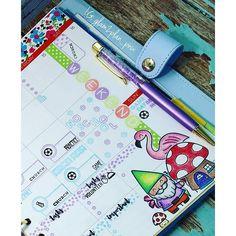And a close up of the other page  #plannergeek #plannerlove #fussycutting #plannergirl #plannernerd #lovemylimelife #limelifeplanner #kikkikplanner #kikkik #pengemstravel #pengems #lawnfawnstamps #mybestiestamps #distressink #stencils #StudioL2E #studiol2emarchrelease2016 #weeklylayout #plannerlayout #plannerlove #planneraddict