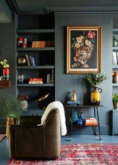 2018 interior decor trends, moody dark living room, dark green living room