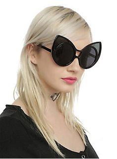 e40913b9e2 Feel like a pretty kitty in these black round frame sunglasses with cat ear