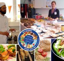 Wilt u uw personeel laten beleven hóe lekker gezonde voeding is? Wij komen met onze mobiele keuken bij u langs: Live cooking: gezond koken op locatie.