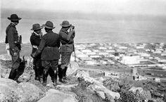 MARRUECOS GUERRA DE AFRICA: Nador, septiembre de 1921. El alto comisario, Dámaso Berenguer (d); el comandante general de Melilla, José Cavalcanti (2d) y el coronel Gómez Jordana (2i), presencian el avance de las tropas hacia Tauima desde las lomas de Nador. EFE/Lázaro/ Archivo Vidal/jtMARRUECOS GUERRA DE AFRICA