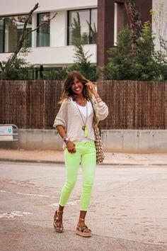 Looks - mytenida Yellow Pants, Pull N Bear, White Jeans, Capri Pants, Summer, Blog, Fashion, Jewerly, Moda