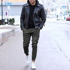 Mode Outfits, Casual Outfits, Vetements Shoes, Stylish Men, Men Casual, Stylish Hair, Der Gentleman, Fashion Joggers, Men Joggers Outfit