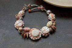Коренастый искусство ожерелье из бисера Mixed Media украшения от rRradionica