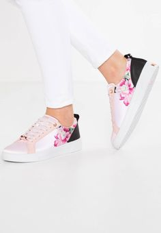 Ted Baker. FUSHAR - Trainers - rose. Pattern:floral. Care instructions:treat with a suitable protector before wear. Sole:synthetics. Padding type:Cold padding. Shoe tip:round. Heel type:flat. Lining:textile. detail:bow. shoe fastener:...
