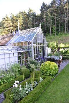 garden design / repinned by Toby Designs