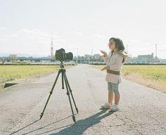 El fotógrafo japonés Nagano Toyokazu es un padre al igual que todos los papás que ama a sus hijas, Miu y Kanna. A diferencia de la mayoría, sin embargo, se las arregló para conseguir de sus hijas u…