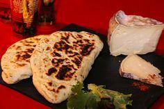 Naans à la Tomme de Savoie farcis au poulet aux épices Tandoori