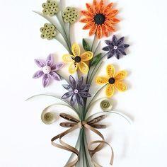 My first work paper quilling 😆😆😆 . . .  #quilling#paperquilling #quillingflowers #quillingart#papercrafts #paperart#paperflowers #handmade #종이감기#종이감기공예#종이감기꽃#종이공예#종이꽃#핸드메이드