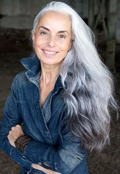"""model, photographer and artist Yasmina Rossi: """".my secrets to age gracefully. I wish my hair would turn pretty like that. Long Gray Hair, Grey Wig, Silver Grey Hair, Silver Ombre, Grey Ombre, Short Hair, Yasmina Rossi, Peinados Pin Up, Ageless Beauty"""