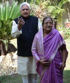 Govindlal vora with wife prakash vora #vora #govindlalvora #journalist #socialist #politician #educationist #raipur #chhattisgarh Journalism, Journaling