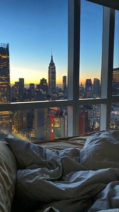 Apartment View, Dream Apartment, New York Life, Nyc Life, Images Esthétiques, City Vibe, City Aesthetic, Retro Aesthetic, Aesthetic Girl