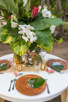 Artefactos & florals @artflowercr, photo @sguardiam, paper products @eleodio