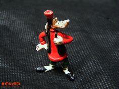 Tribilin Figura en miniatura Elaborada en plástico extendido Medidas: 4.2 x 2.4 x 0.7 cm