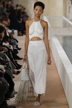 Balenciaga Spring 2016 Ready-to-Wear Fashion Show - Lineisy Montero (Next)