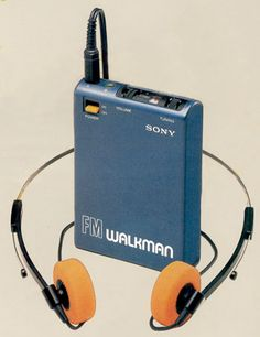 The Sony Walkman. If you had one of these, you were super cool! Apple Live, Ugg Shop, Retro, Portable Tv, Freaks And Geeks, My Childhood Memories, Useful Life Hacks, Vintage Toys, Vintage Stuff