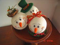 Christmas Balls, Christmas Snowman, Christmas Crafts, All Things Christmas, Christmas Time, Needle Felted Ornaments, Snowman Crafts, Xmas Ornaments, Xmas Decorations