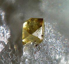 Goyazite, SrAl3(PO4)(PO3OH)(OH) 6, Ilfeld, Nordhausen, Monts Harz, Thuringe, Germany. Fov 0,4 mm