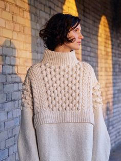Fully fashioned shoulder seams, pom poms and cable stitch, faux cropped layered look, and cozy high neck sweater is to die for! Pringle of Scotland Pre-Fall 2017 Fashion Show Knitwear Fashion, Knit Fashion, Fashion 2017, Fashion Show, Fashion Design, Fashion Trends, Fashion Details, Fashion Ideas, Fashion Outfits