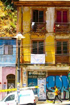 Valparaiso, Chile. how I miss your colors and hills  Unico tour temático de Chile - City tour and untypical trips   Contactanos / contact us: info@minitrole.cl - +56 9 61531044 / +56 9 66293672  fanpage: https://www.facebook.com/MiniTrole.Turismo twitter:@MiniTrole_tours