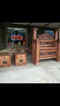 Harley bed how much is this bed am trying to find out my self but I wil let you know when I fond It out to sorry Wood Projects, Projects To Try, Harley Davidson Gifts, Car Furniture, Decoration, Wood Crafts, Diy Home Decor, Woodworking, Headboards