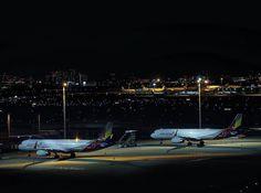 夜の空港^o^ キラキラしてますね! #loves_vehicles #loves_night #hanedaairport #飛行機 #飛行機倶楽部 #eos1dxmarkii #写真 #写真好きな人と繋がりたい #写真撮ってる人と繋がりたい #ファインダー越しの私の世界 #total_technology #ig_airport #airplane #airplanes#ig_airplane_club#kings_transports#撮影...