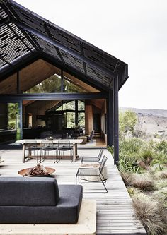 Barn House Design, Modern Barn House, Contemporary Barn, Design Exterior, Casas Containers, Stone Barns, Shed Homes, Steel House, Tropical Houses