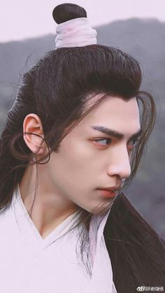 He looks so hot here! Chinese Man, Chinese Style, Chinese Fashion, Beautiful Boys, Gorgeous Men, Ashes Love, Cosplay, Hanfu, Male Face