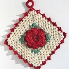 "While writing this post, a few things ran through my head after I typed ""Vintage Potholders"" for the title. Crochet Potholder Patterns, Crochet Snowflake Pattern, Crotchet Patterns, Crochet Snowflakes, Crochet Dishcloths, Crochet Coaster, Crochet Kitchen, Crochet Home, Crochet Gifts"