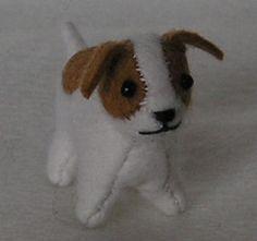 GRATIS patroon om een kleine hond te maken van vilt.
