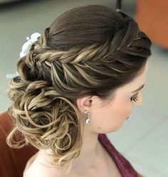 Discover penteadossonialopes's Instagram Boa noite #PenteadosSoniaLopes ✨ . . . #sonialopes #cabelo #penteado #noiva #noivas #casamento #hair #hairstyle #weddinghair #wedding #inspiration #instabeauty #penteados #novia #inspiração #cabeleireiros #lovehair #videohair #curl #curls #noivasdobrasil #vireinoiva #noivassp #noivas2017 #noivas2018 #cabelos #noivasbh 1600449667137333845_1188035779