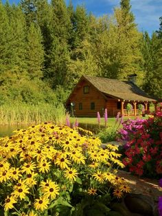 Cabin In Leavenworth, WA. I'd love to live here! Beautiful Homes, Beautiful Places, Amazing Places, Cabin In The Woods, Log Cabin Homes, Log Cabins, Mountain Cabins, Little Cabin, H & M Home