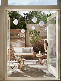 34 Vintage Garden Decor Ideas to Give Your Outdoor Space Vintage Flair - The Trending House Best Outdoor Lighting, Backyard Lighting, Outdoor Spaces, Outdoor Living, Outdoor Decor, Vintage Garden Decor, Interior Minimalista, Garden Trellis, Winter Garden
