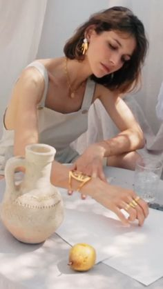 P A L O M A Source by minamiir photoshoot Jewelry Ads, Jewelry Model, Jewelry Branding, Photo Jewelry, Jewelry Photography, Creative Photography, Fashion Photography, Jewelry Editorial, Editorial Fashion